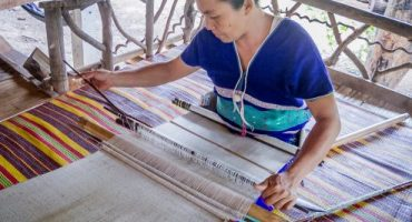 Karen People weaving